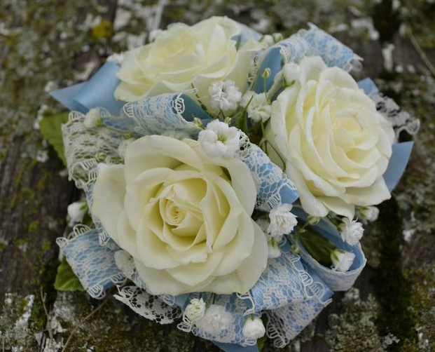 corsage baby's breath lace blue