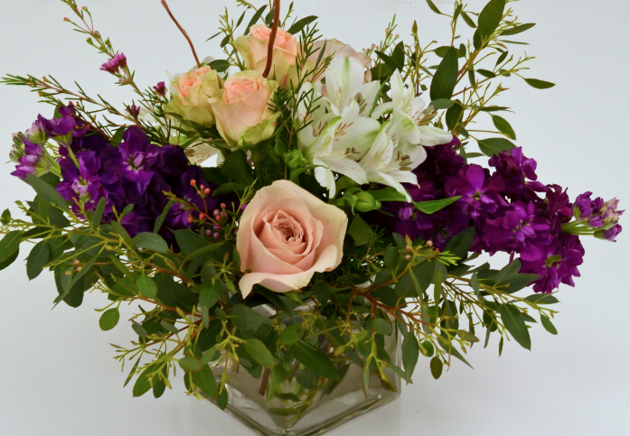 Centerpiece with quicksand roses