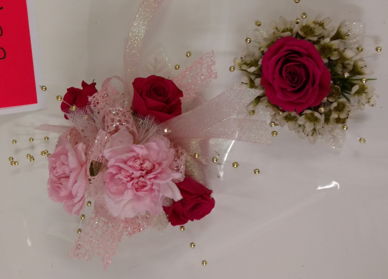 3 sweetheart rose 2 mini carnation wrist corsage & flower ring